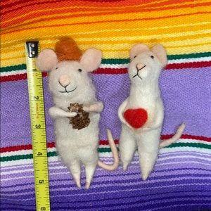 Pair of felt mice figurines